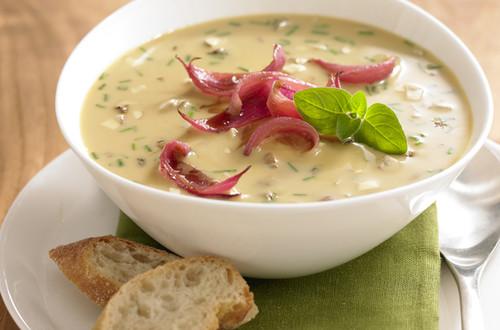 Waldpilz-Suppe mit Karamellzwiebeln