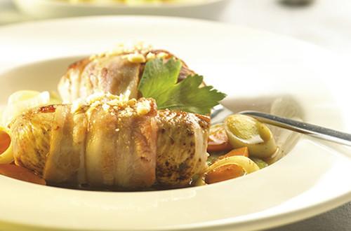 Kalkoenrolletjes met tijm, grove mosterd en bacon & Aardappelovenschoteltje