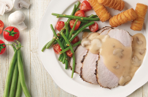 Rôti de porc, sauce aux champignons et croquettes