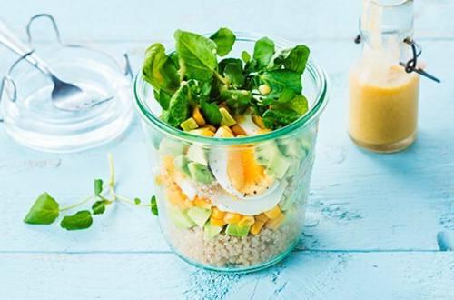Salade de quinoa, avocat et œufs