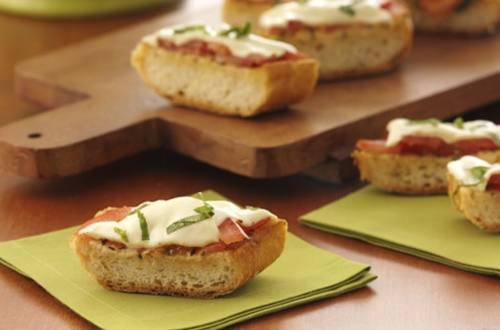 Pain Grillé aux Tomates et Fromage