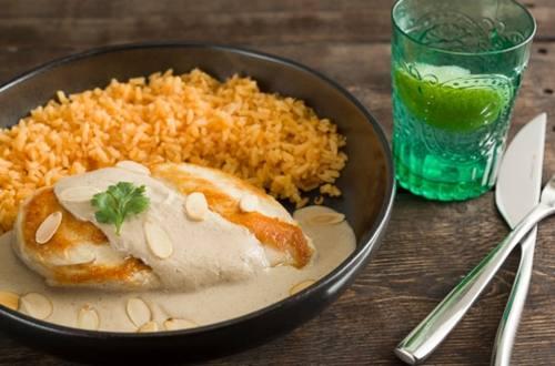Pollo en Salsa de Almendras al Estilo Mexicano