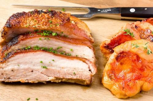 Свиной бок запеченный с айвой
