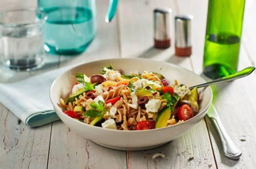 Griekse volkoren pastasalade