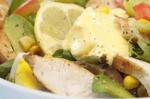 Ensalada latina de pollo grillado
