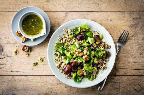 Knorr - Lauwarmer Buchweizen-Rosenkohl-Salat