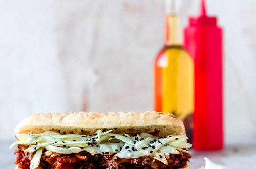 Spicy pulled jackfruit sandwich