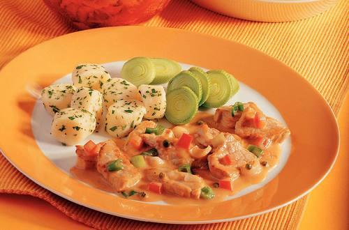 Knorr - Kalbsgeschnetzeltes in Pfefferrahmsauce mit Jungzwiebeln und Tomaten