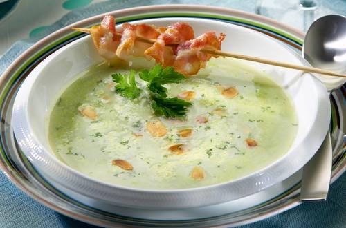 Erbsen-Crème-Suppe_mit_Bratspeck_Ausschnitt