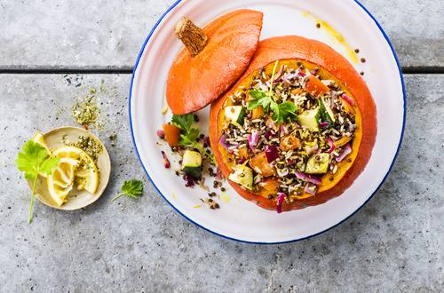 Gefüllter Kürbis mit Wildreis und Zucchini