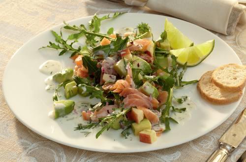Laks med avocado salat
