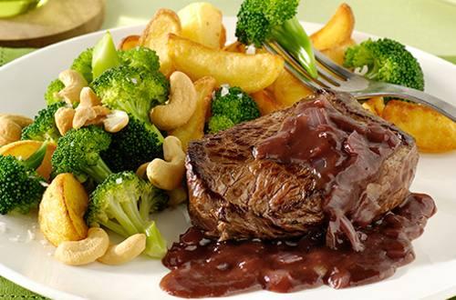 Steak sauce au porto avec brocoli aux noix de cajou