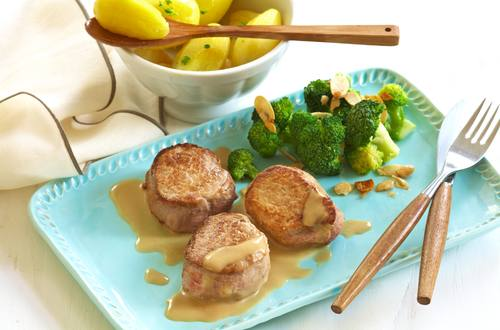 Schweinemedaillons mit Salzkartoffeln und Broccoli