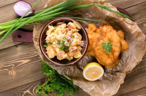 Куриный шницель с картофельным салатом