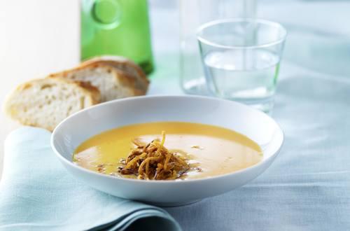 Rüebli-Orangen-Crème-Suppe mit Tortillastroh.JPG