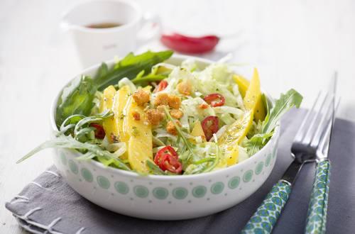 Knorr - Mangosalat mit Pfefferschoten und Croutinos