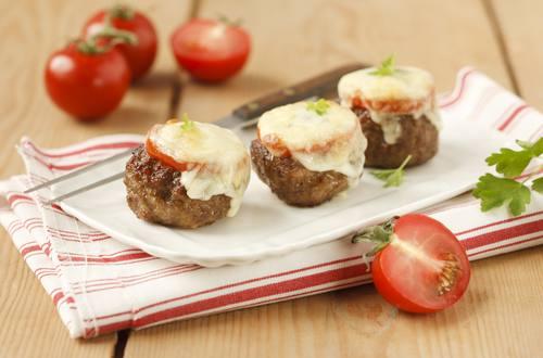 Knorr - Faschierte Laibchen mit Käse und Tomaten überbacken mit Kartoffelpüree
