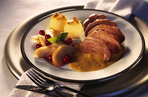 Knorr - Entenbrust mit Äpfeln und Zwiebel Rahm Sauce