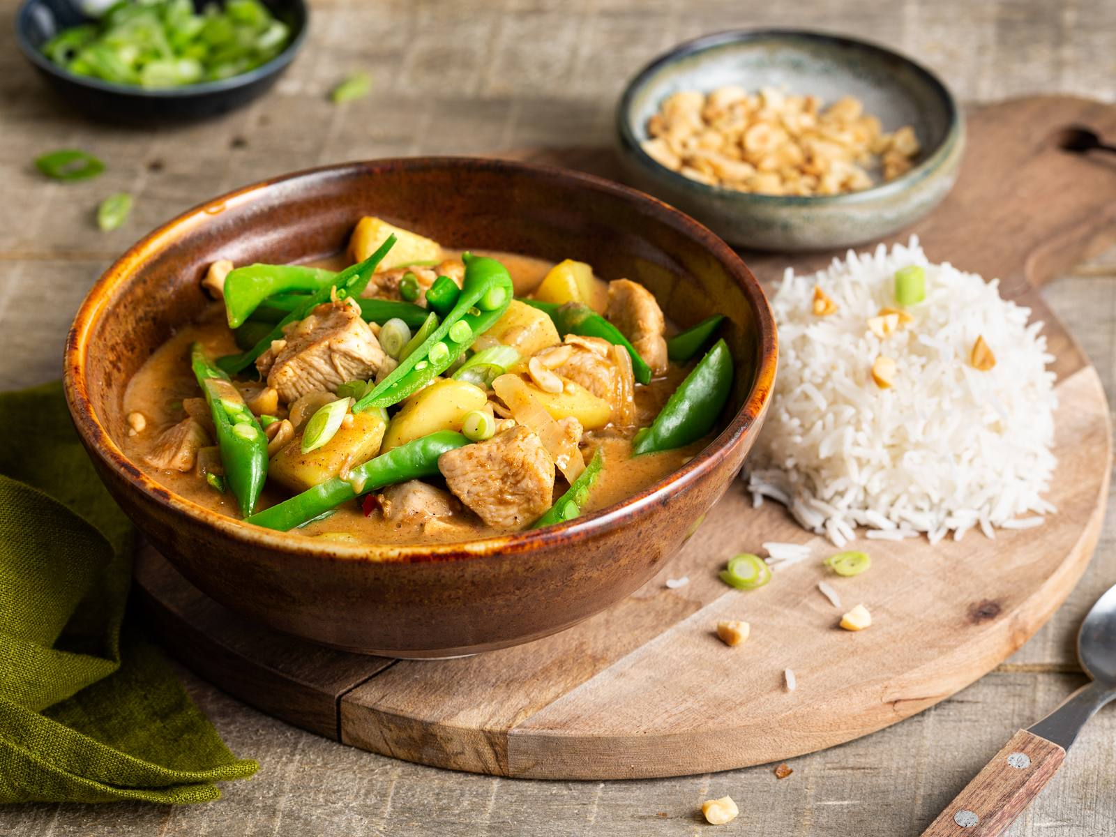 Thaise Massaman Curry met kip en sugarsnaps