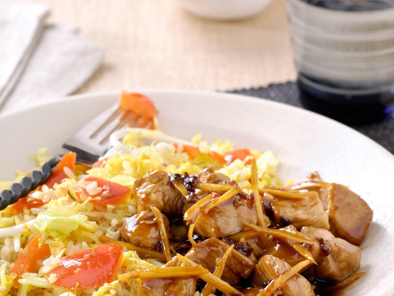 Babi Ketjap met gember en Chinese rijst met spitskool en paprika