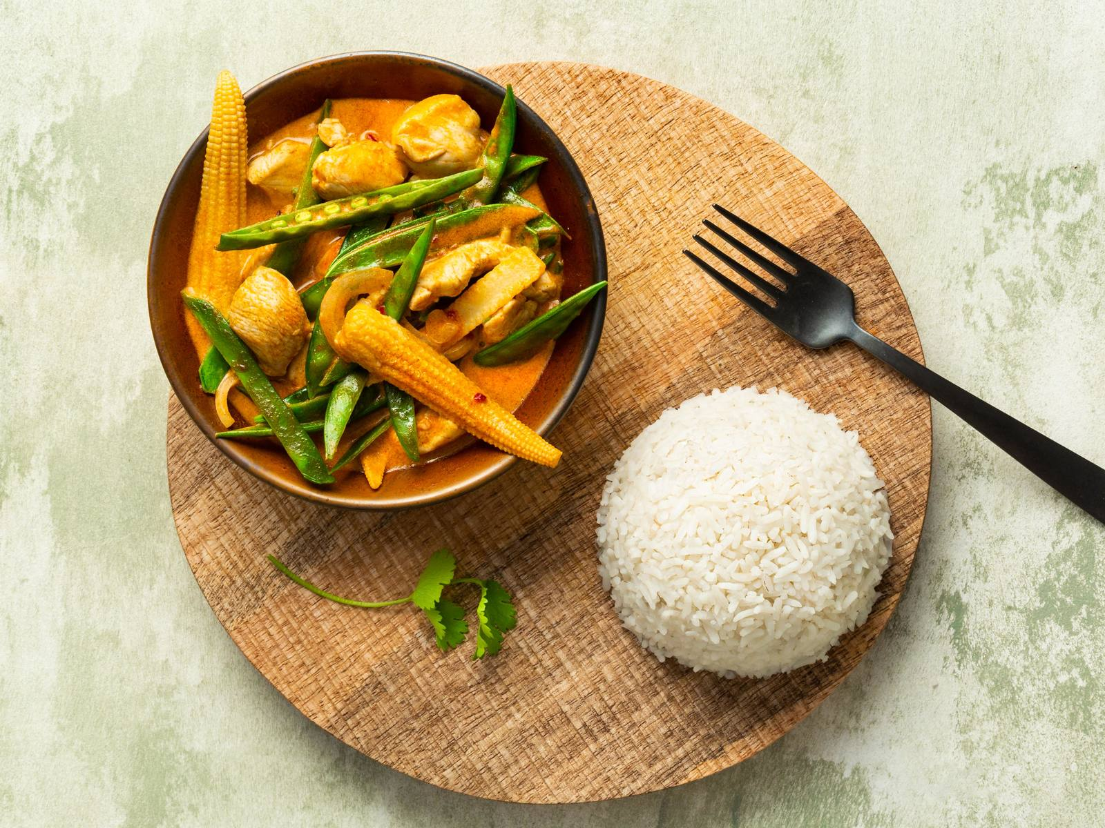 Thaise Rode Curry met kip en babymaïs