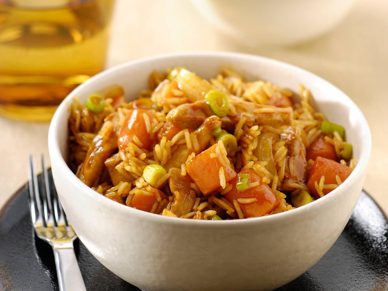 Hoisin kip met worteltjes en lente uitjes