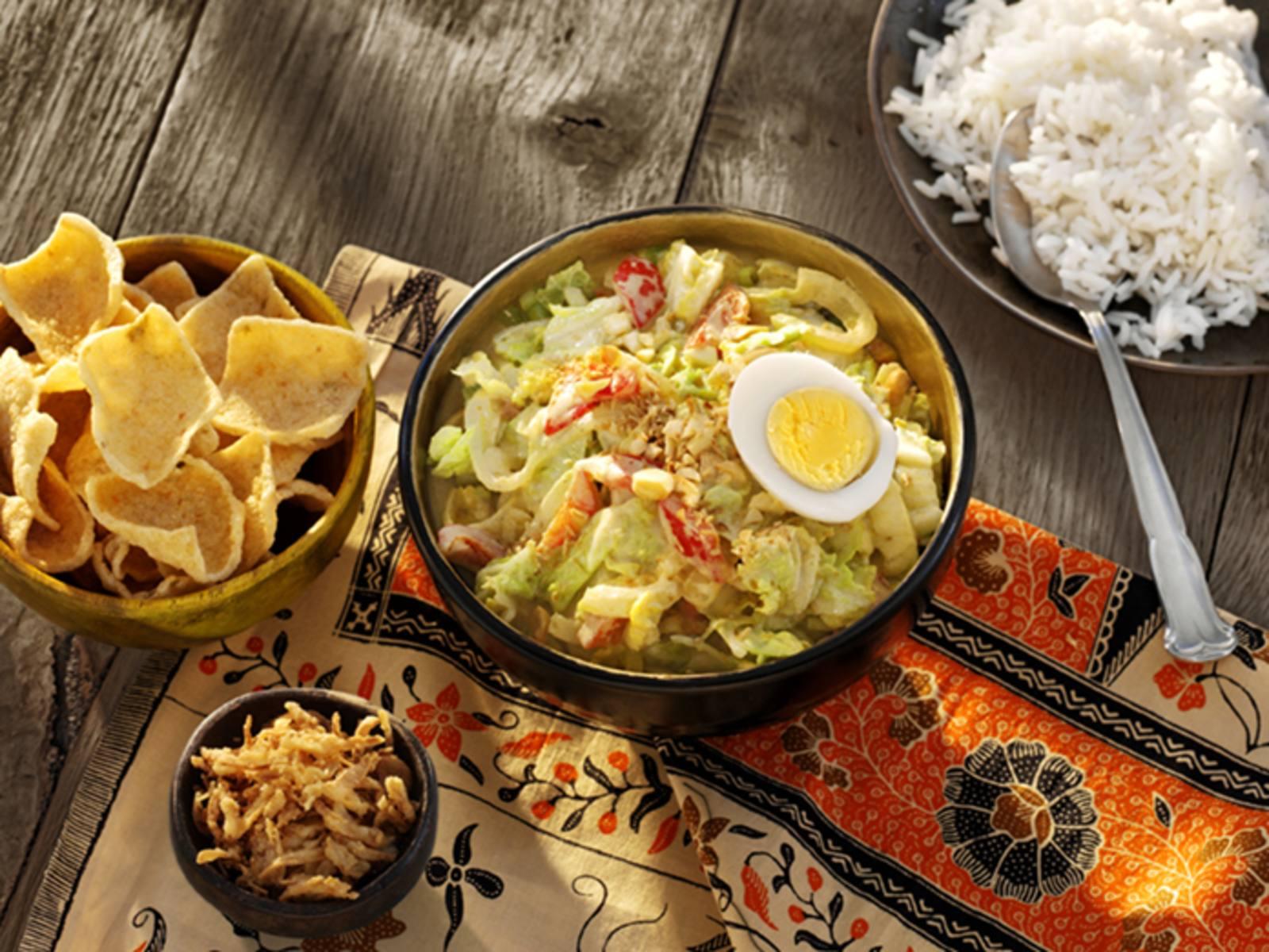 Indonesische Groente Curry met Chinese kool, ei en seroendeng