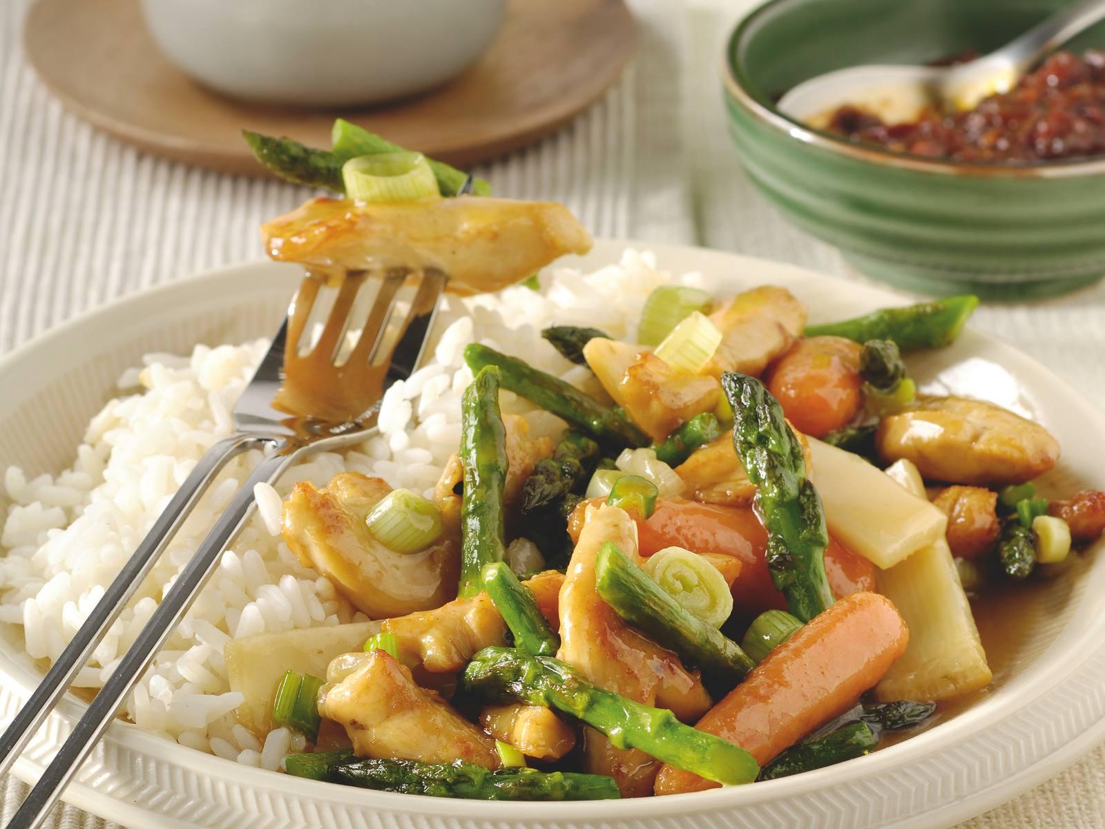 Tjap Tjoi met kip, groene asperges en bamboe