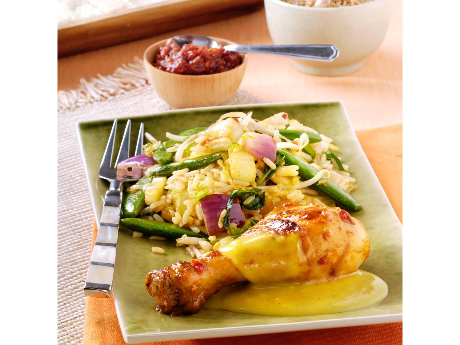 Sambaldrumsticks met kerriesaus en ketjap groentenasi