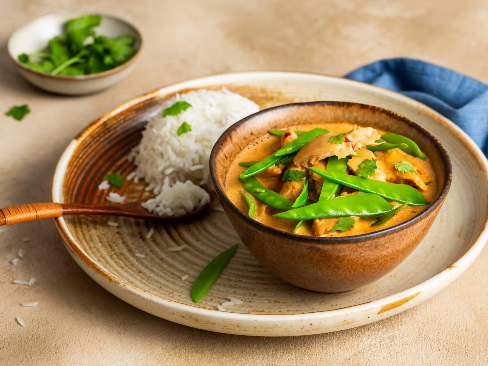 Thaise Rode Curry met vegetarische kipstukjes en peultjes