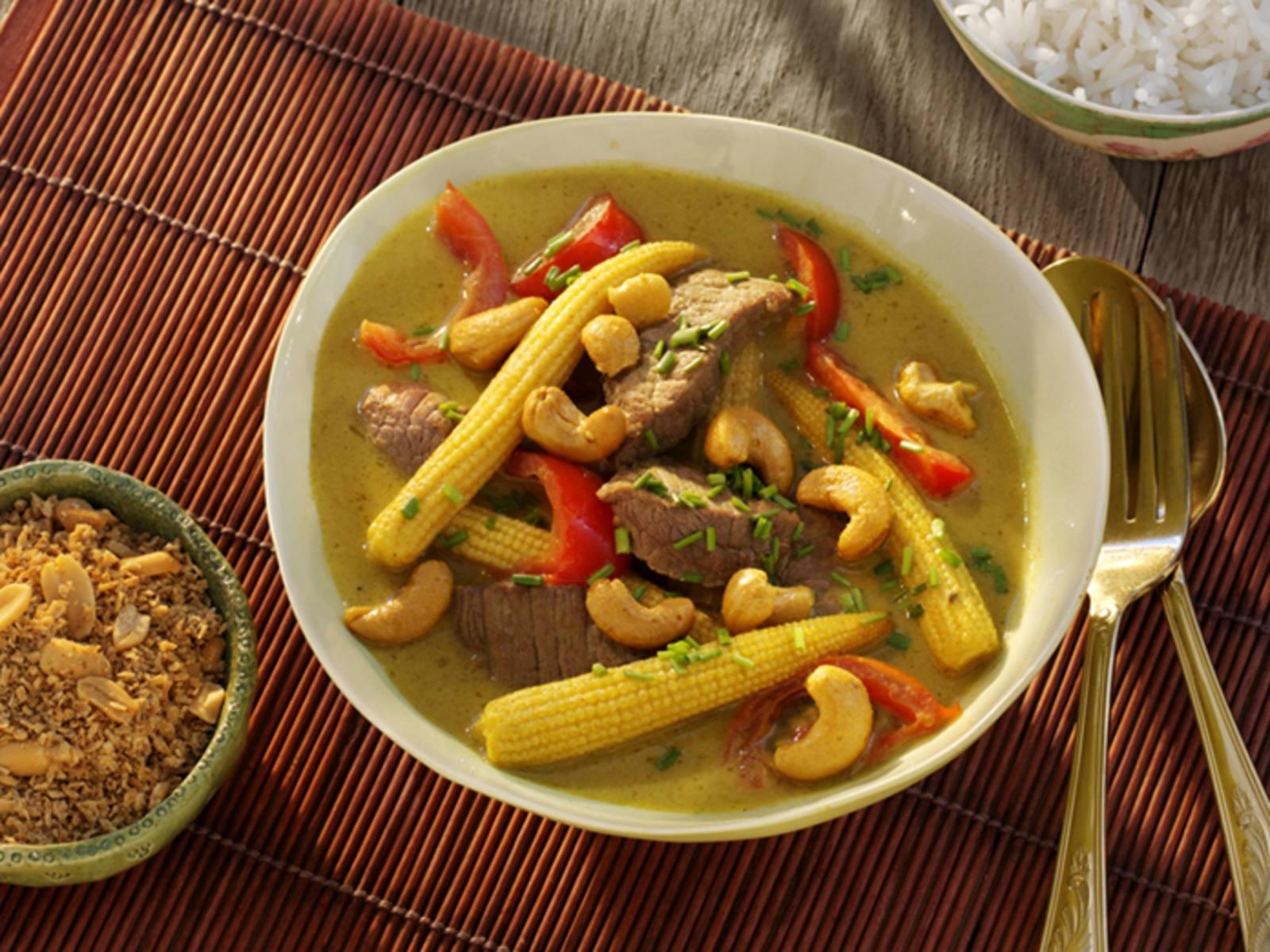 Groene Thaise Beef Curry met babymaïs en kruidige cashewnoten