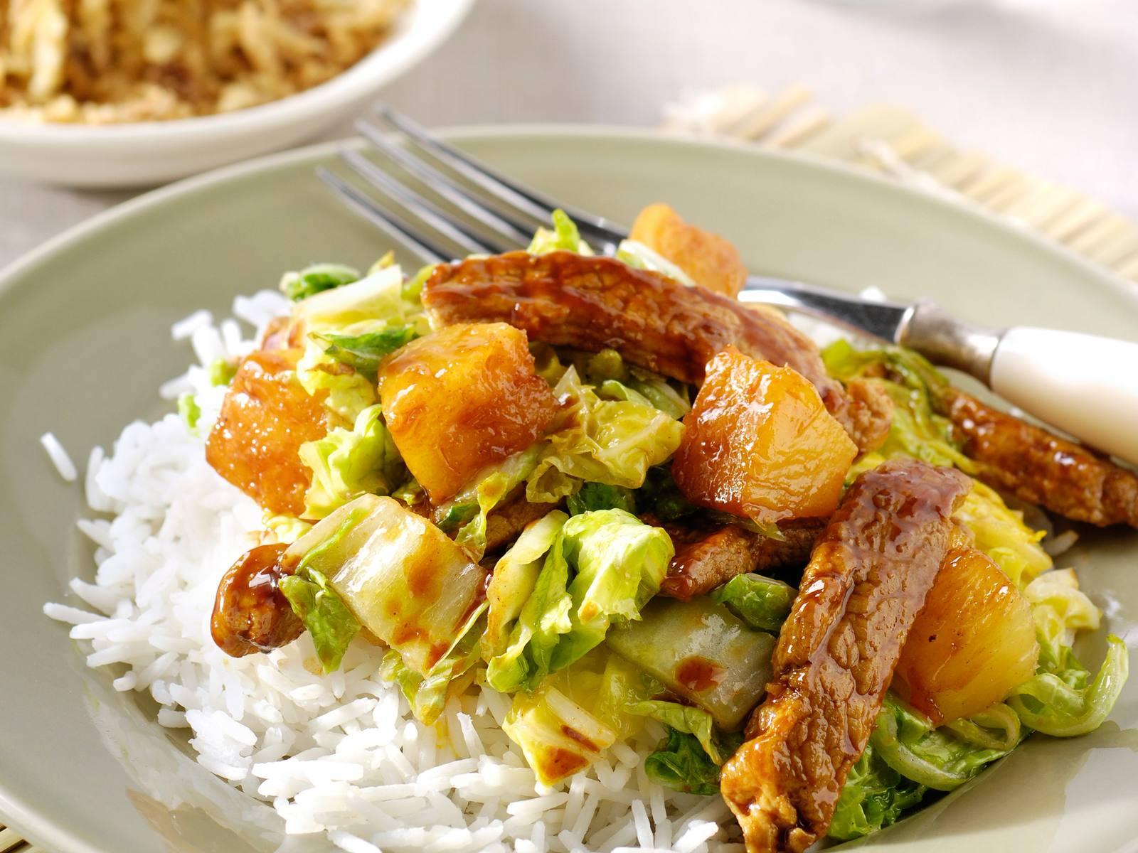Hoisin vleesreepjes met Chinese kool en ananas