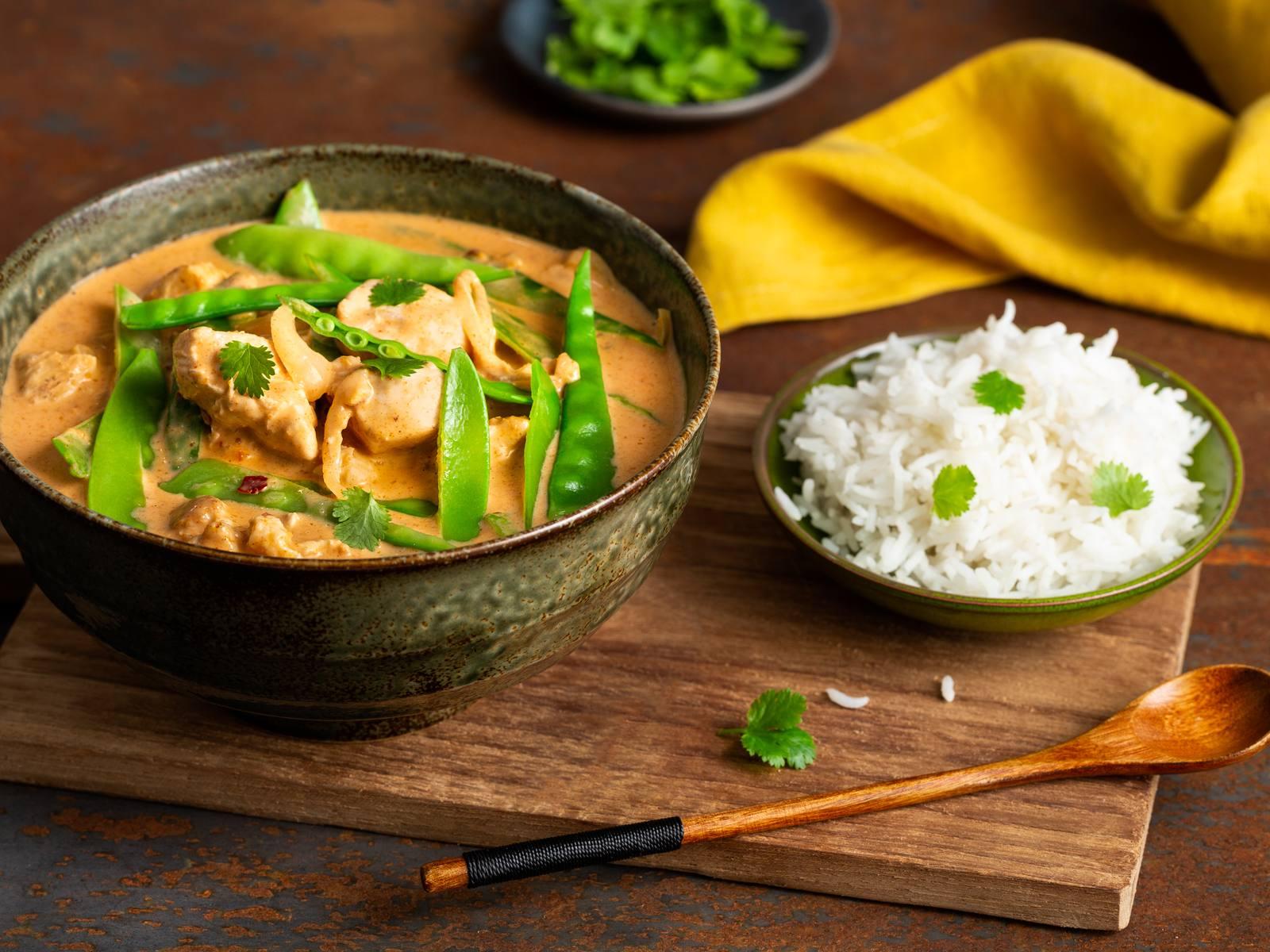Thaise Rode Curry met kip en peultjes