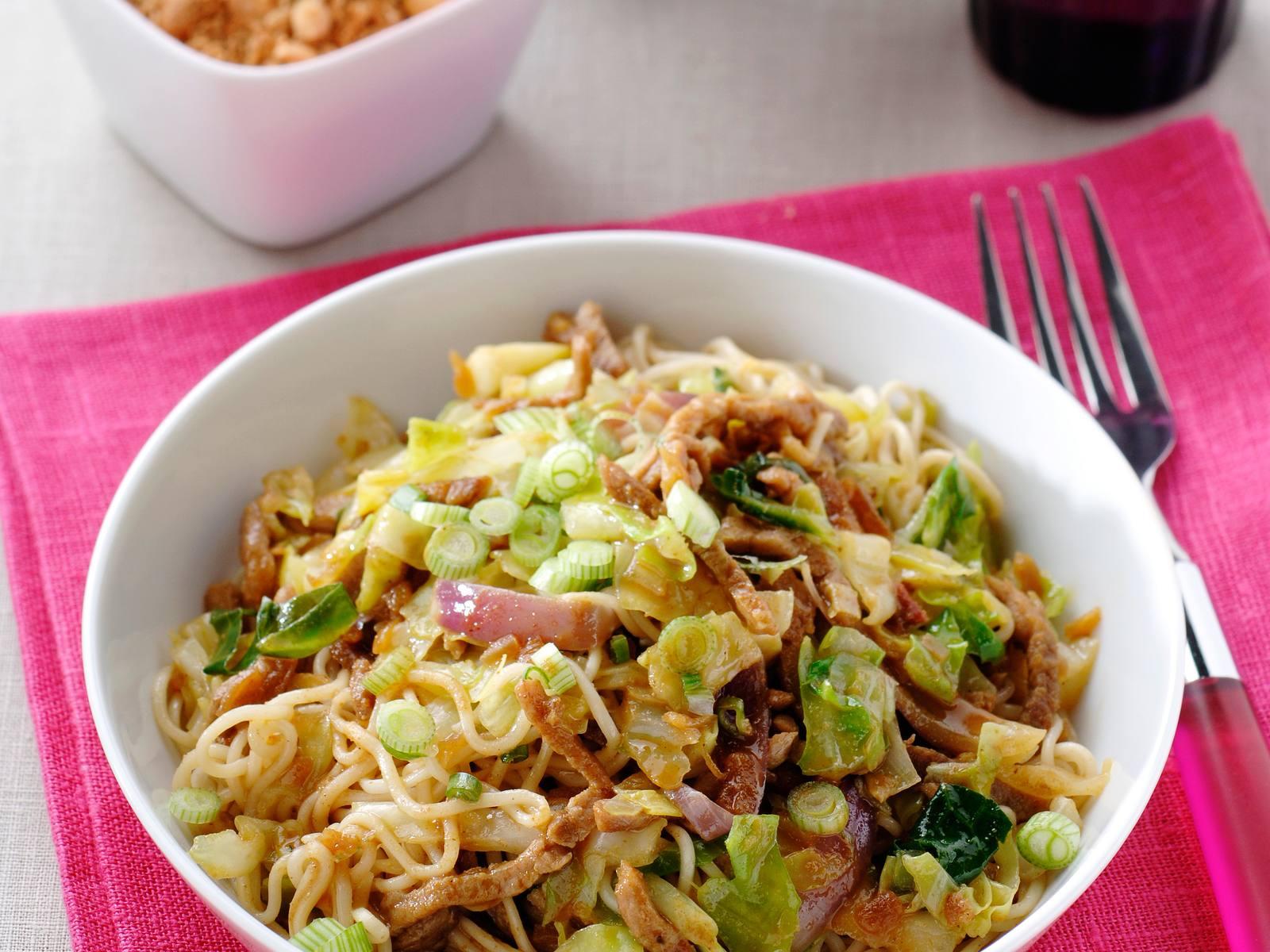 Thaise wokbami met rode ui