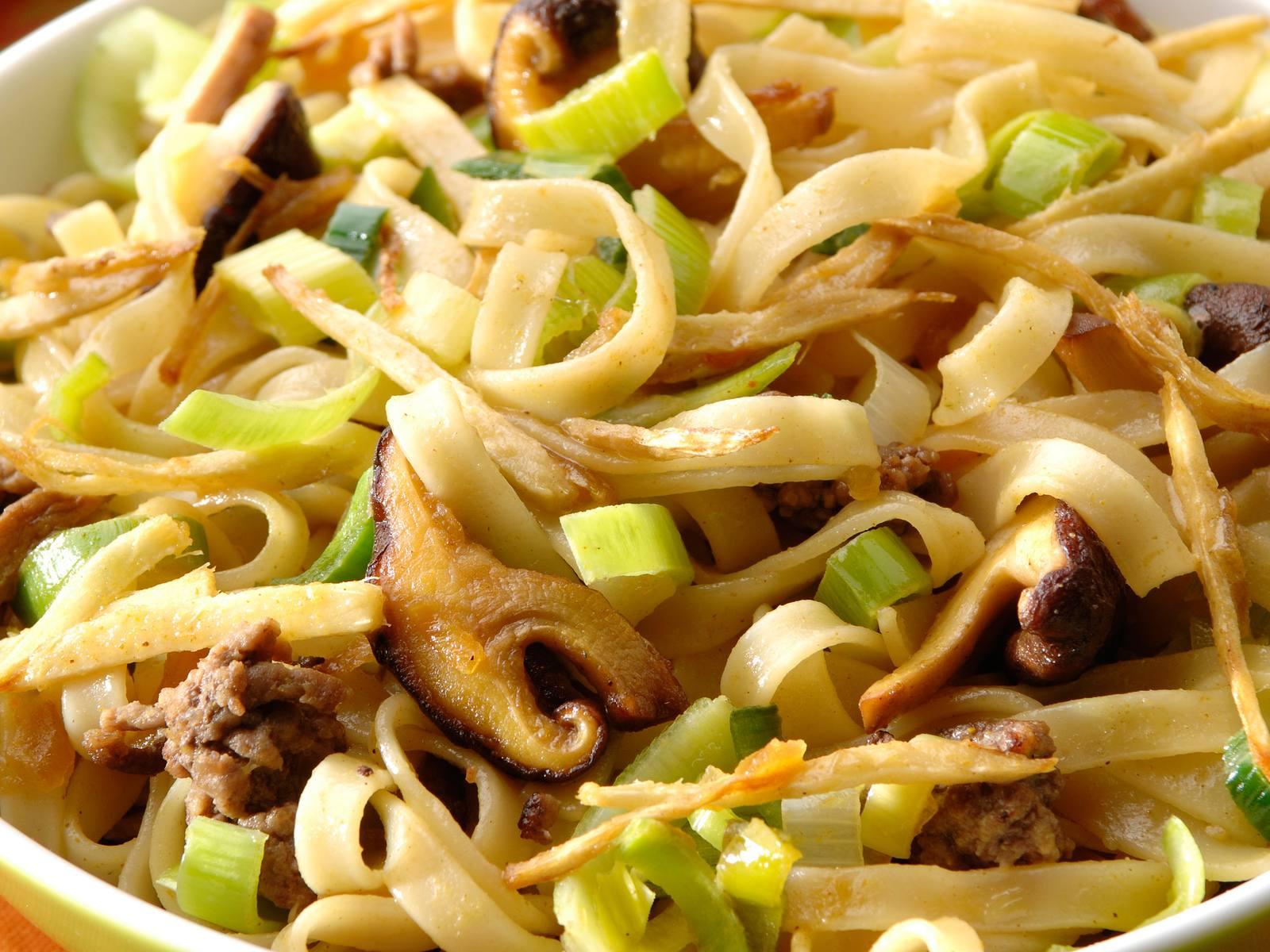 Bami met gehakt en shii take