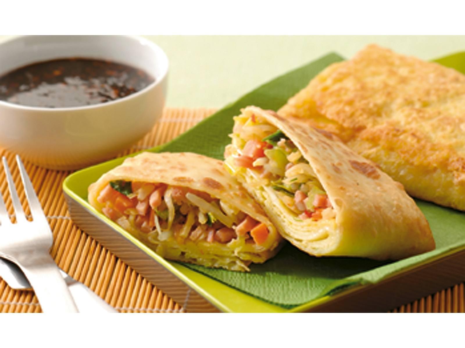 Loempia met gekruide oosterse groenten en ham