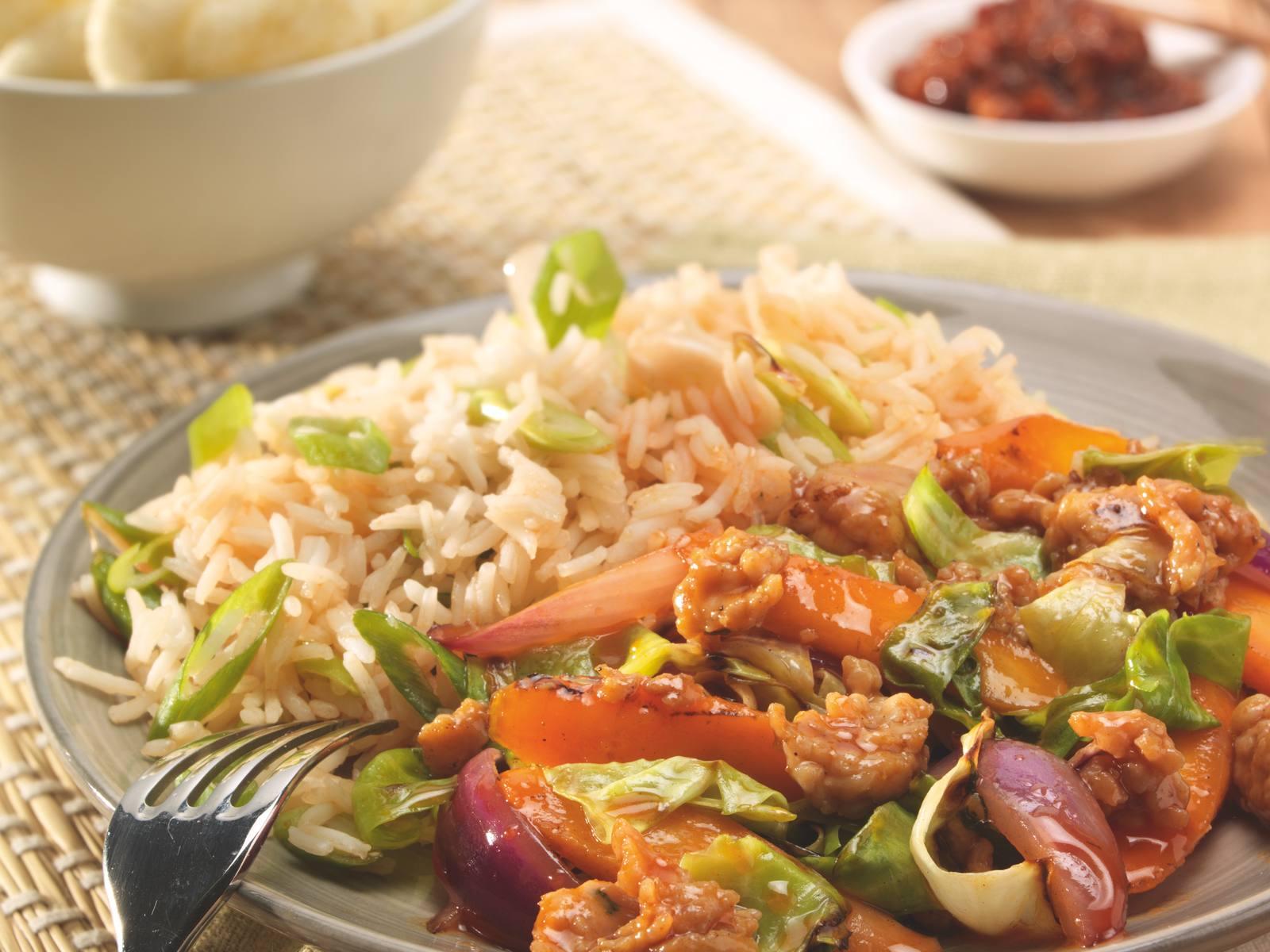 Sweet & Sour wokgroenten met gehakt en rijstsalade