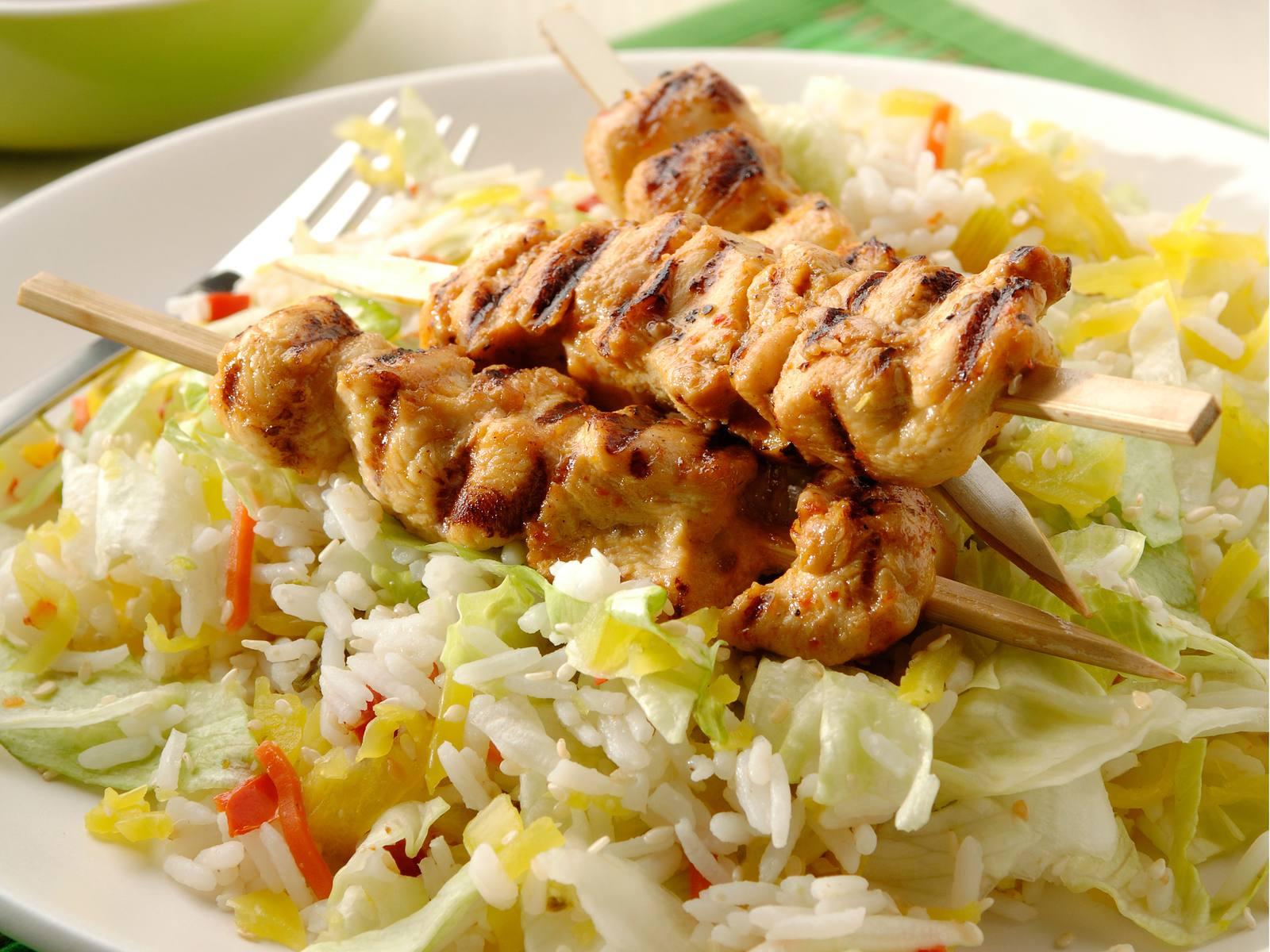 BBQ Kipsaté met atjar rijstsalade