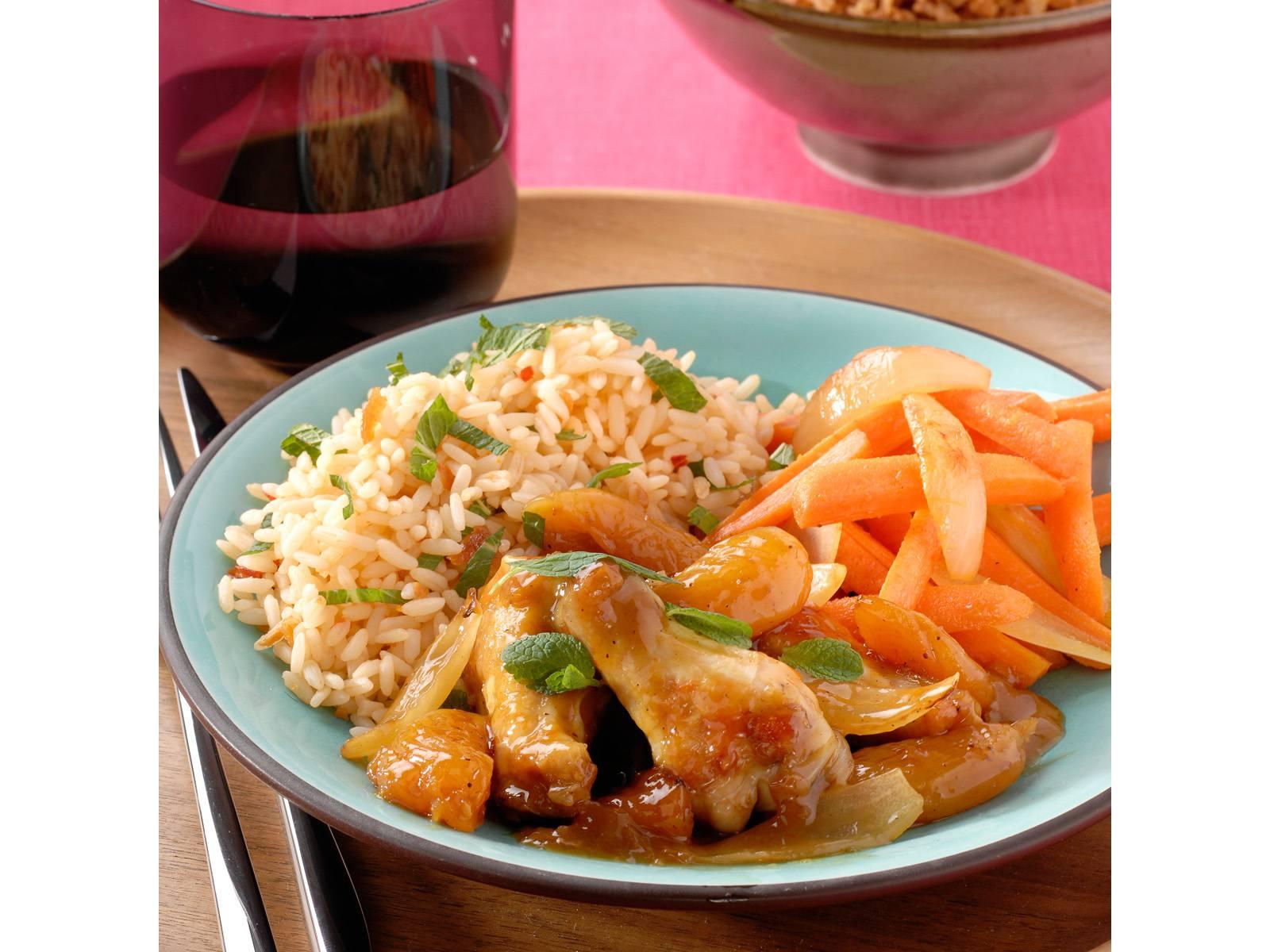 Smoor van kip met abrikozen en rijst met verse munt