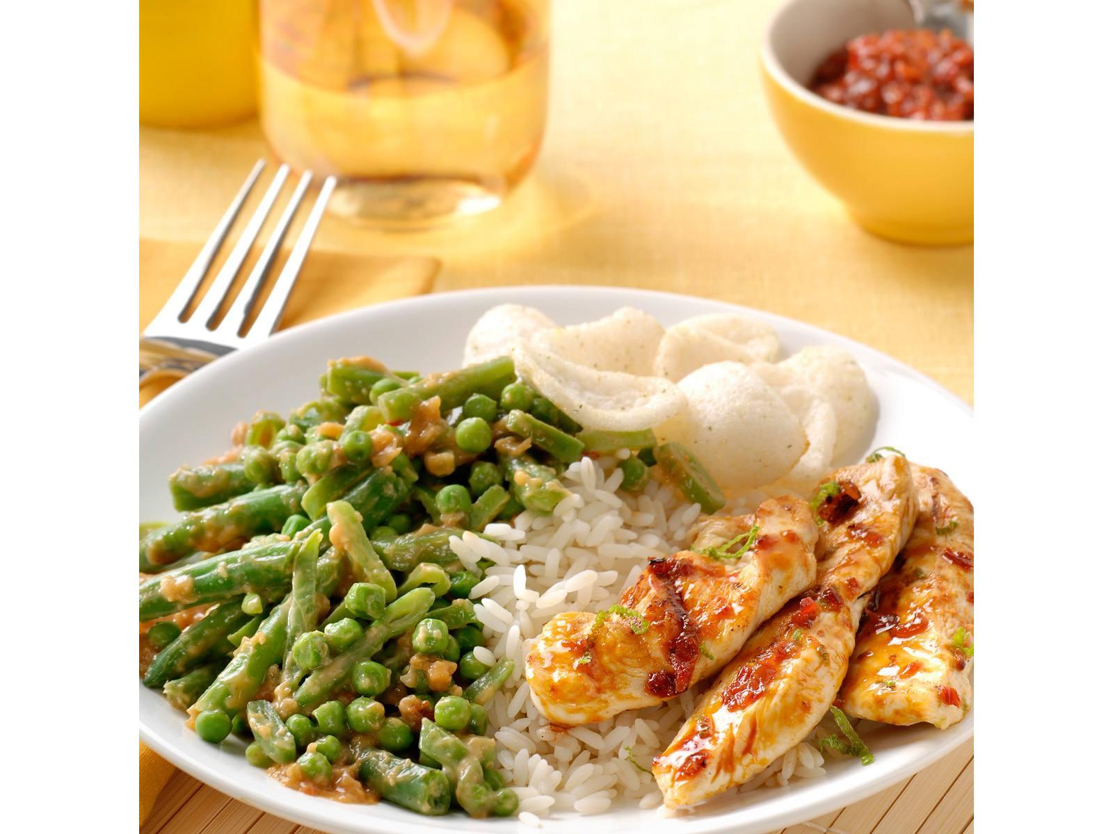 Gemengde Sajoerboontjes met limoen en gegrilde kip Badjak