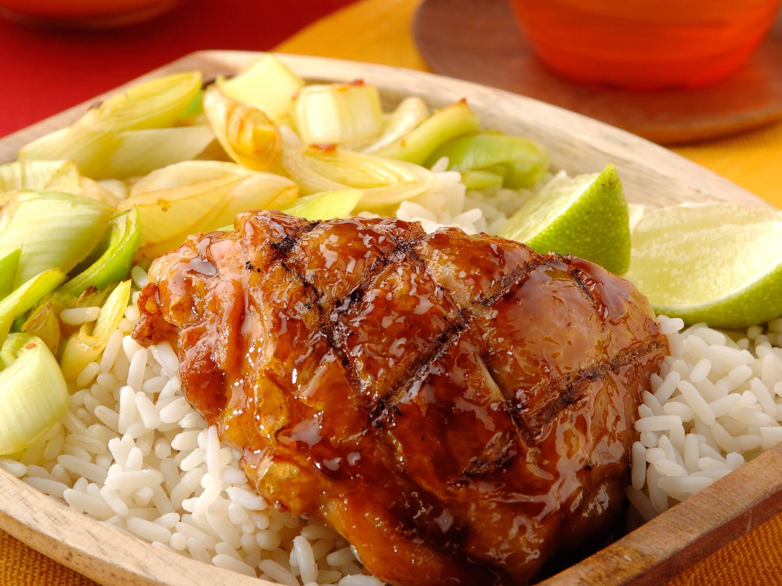 Ketjapkip met sambalprei en rijst
