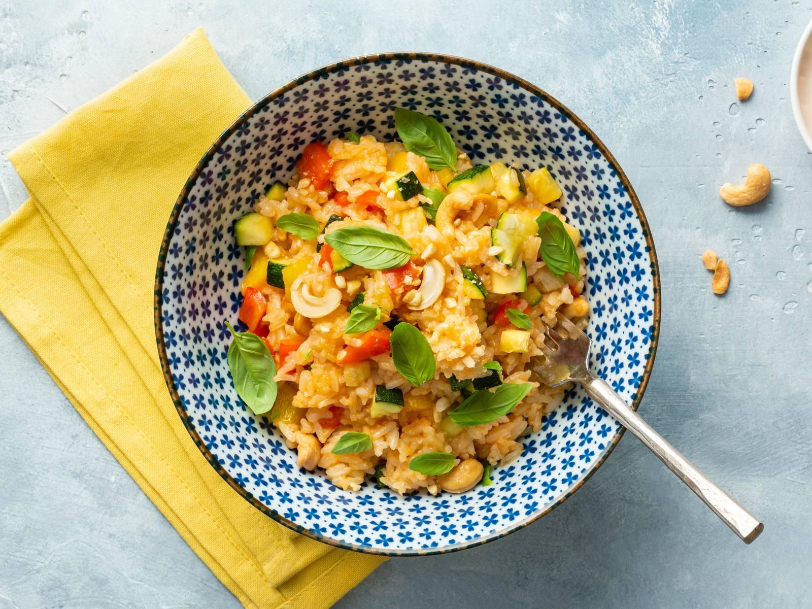 Sweet Chili rijst met paprika, basilicum en cashewnoten