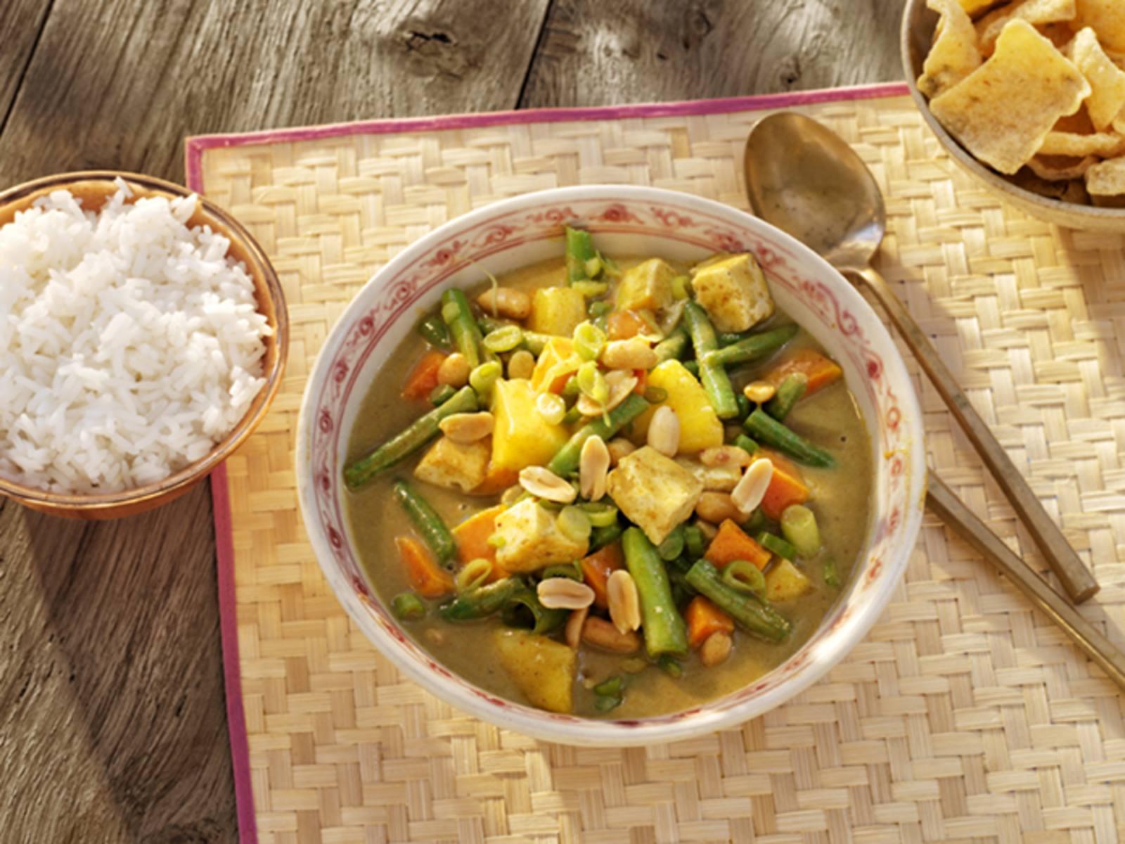 Thaise Massaman Tofu Curry met zoete aardappel en ananas