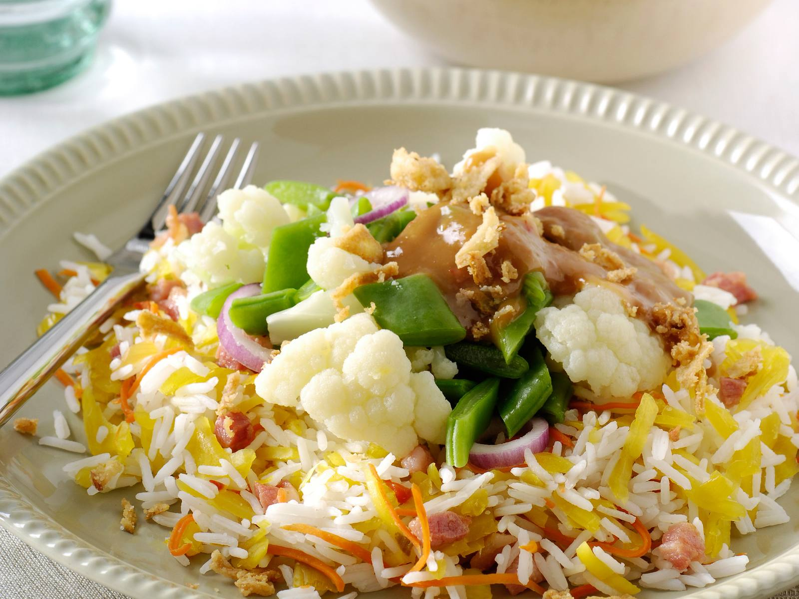 Gado Gado en atjar rijstsalade met spekjes