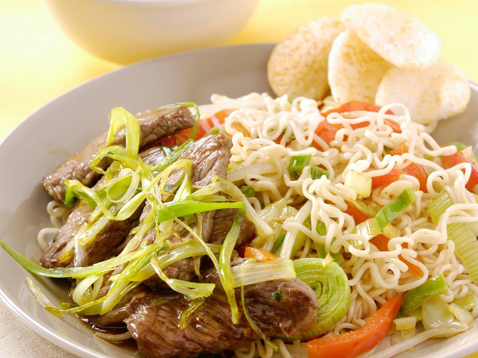 Chinese wok noedels met Five Spice beef en lente ui