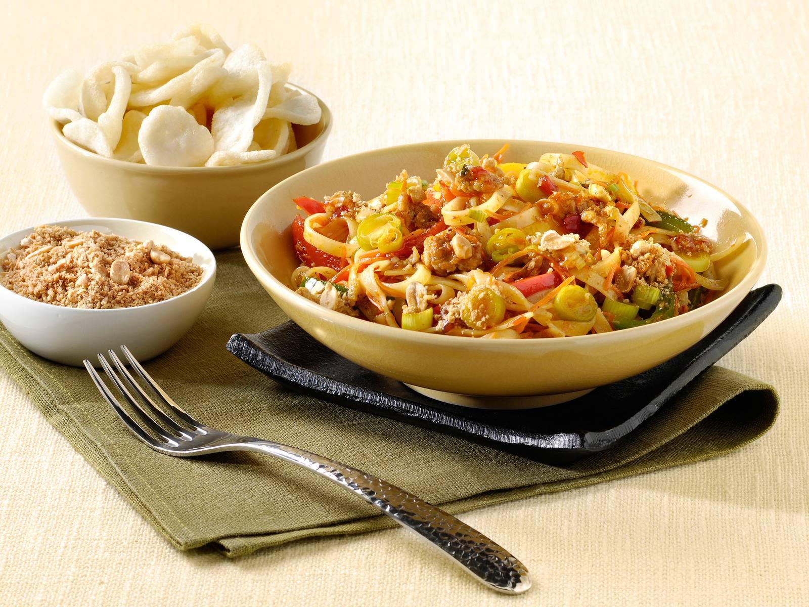 Bami Sweet Chili met lente ui en Seroendeng