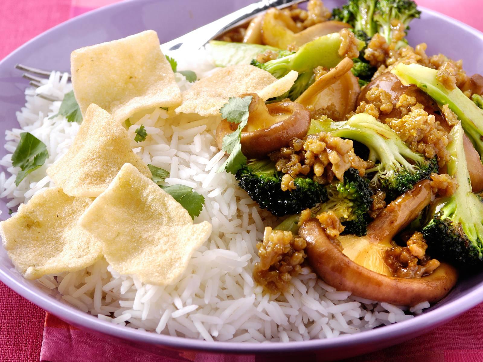 Gewokt Teriyakigehakt met broccoli en shii takes