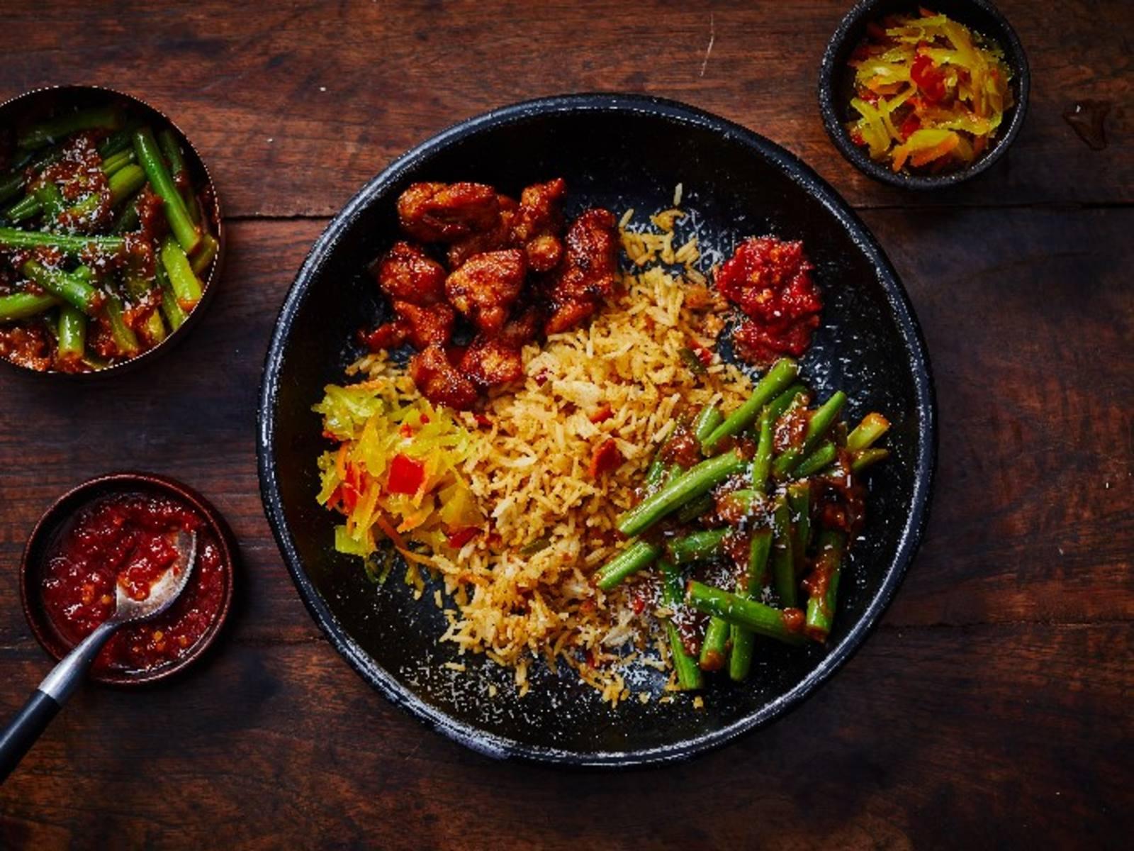 Nasi Rames rijst met vlees en groenten