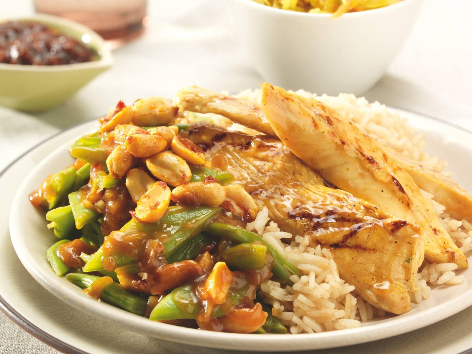 Sajoer Boontjes van snijbonen met soja rijst en BBQ kip