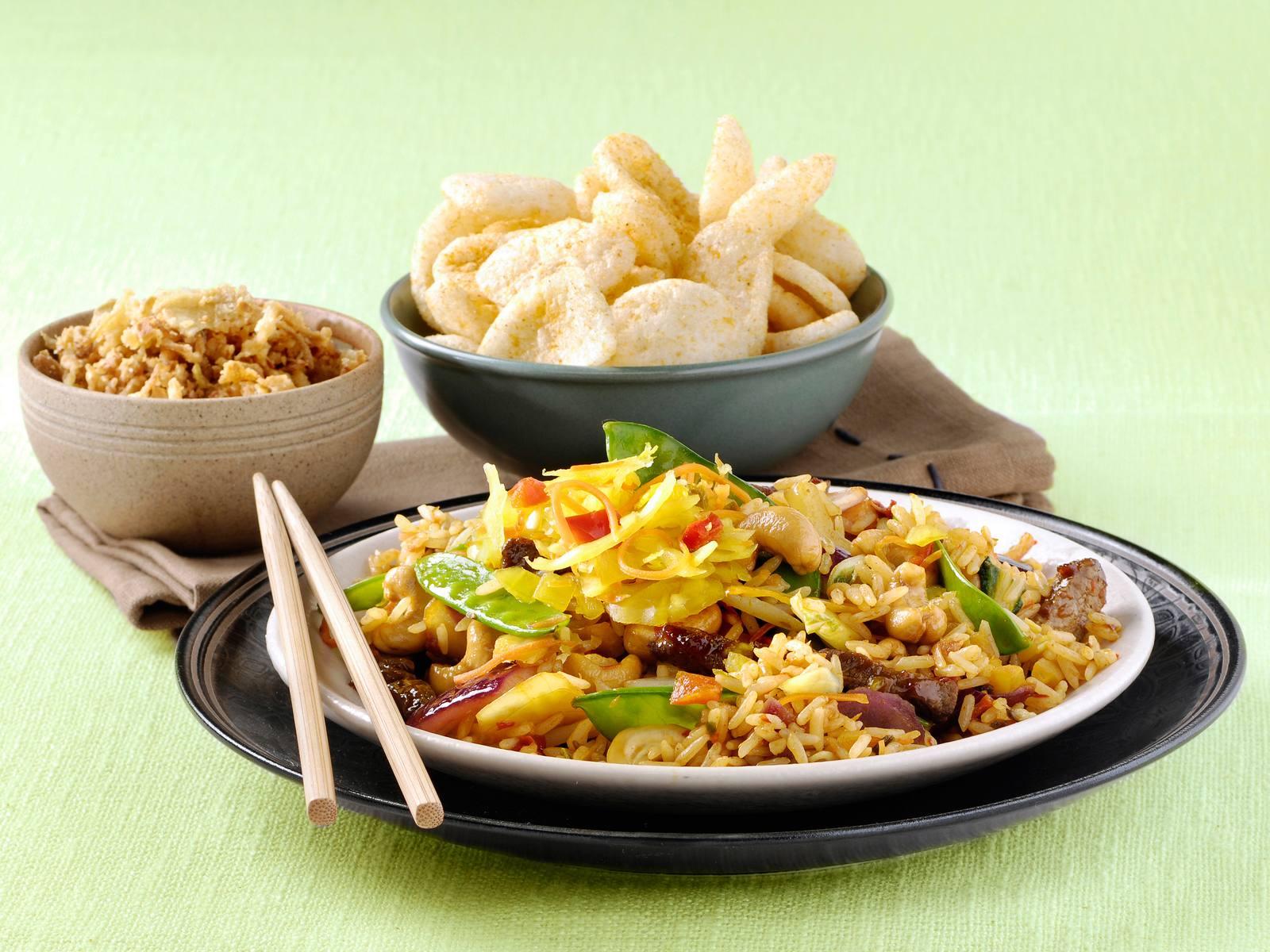 Nasi cashewketjap en Atjar Tjampoer